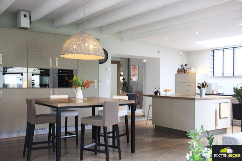 Une extension pour d cloisonner l espace de vie for Extension maison bois 06